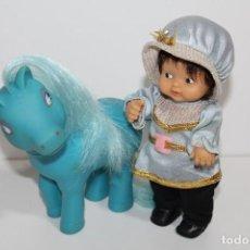 Muñecas Lesly y Barriguitas: BARRIGUITAS PRINCIPE AZUL CON SU CABALLO DE FAMOSA - AÑOS 70. Lote 183834048