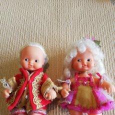 Muñecas Lesly y Barriguitas: PAREJA DE BARRIGUITAS DE LA COLECCIÓN HISTORIA DEL VESTIDO. Lote 208881717