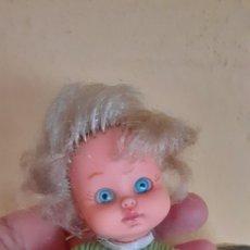 Muñecas Lesly y Barriguitas: MUÑECA DE BB CON JERSEY DE FAMOSA TIPO BARRIGUITAS. Lote 214295916