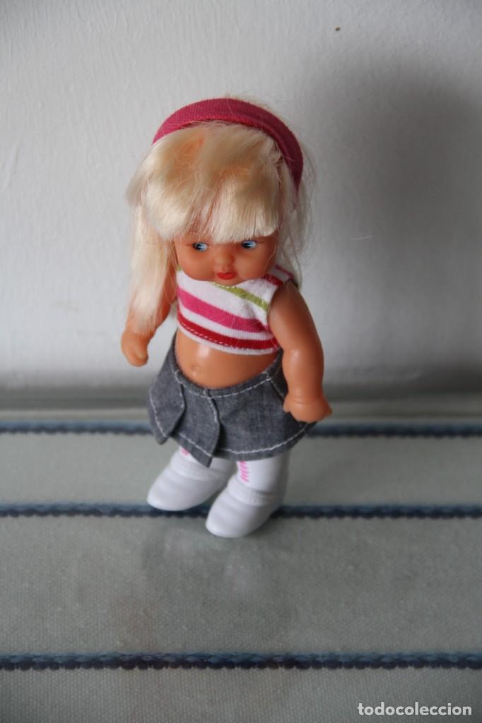 Muñecas Lesly y Barriguitas: Barriguita de Famosa rubia pelo largo vestido moderno con botas se pone de pie - Foto 2 - 218758591
