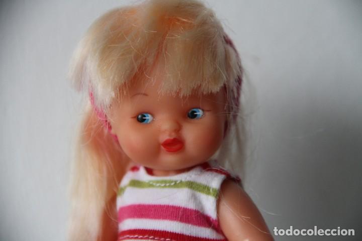 Muñecas Lesly y Barriguitas: Barriguita de Famosa rubia pelo largo vestido moderno con botas se pone de pie - Foto 4 - 218758591