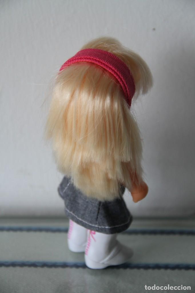 Muñecas Lesly y Barriguitas: Barriguita de Famosa rubia pelo largo vestido moderno con botas se pone de pie - Foto 6 - 218758591
