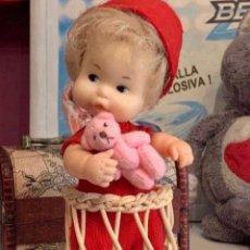Muñecas Lesly y Barriguitas: BARRIGUITAS ANTIGUAS CON TACA TACA DE MIMBRE. Lote 222556296
