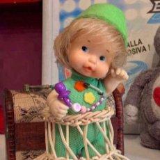 Muñecas Lesly y Barriguitas: BARRIGUITAS ANTIGUAS CON TACA TACA DE MIMBRE. Lote 222556503