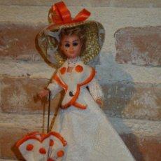 Muñecas Celuloide: ANTIGUA MUÑECA DE CELULOIDE.CON PAMELA Y PARAGUAS. DAMA ANTIGUA. Lote 41462356