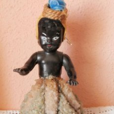Muñecas Celuloide: ANTIGUA MUÑECA NEGRITA DE CELULOIDE CON FALDA DE CRISTAL Y CUARZOS. Lote 54622364