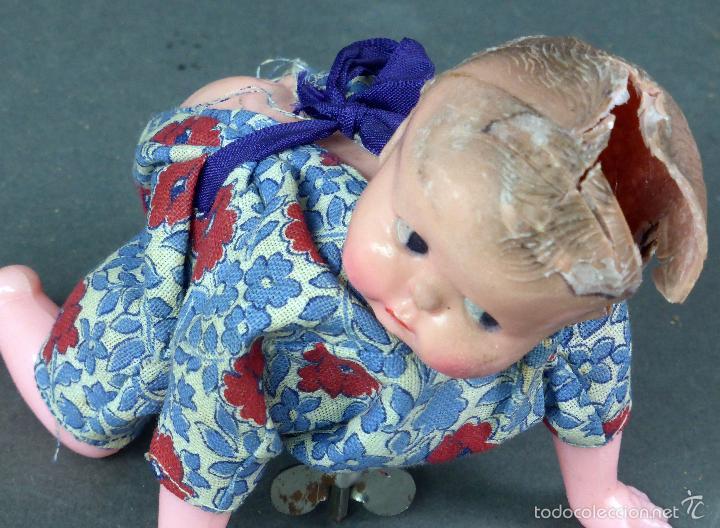 Muñecas Celuloide: Bebé gateador a cuerda celuloide roto para piezas desgüace años 50 No funciona - Foto 2 - 58670055