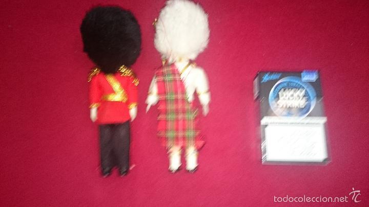 Muñecas Celuloide: Lote 2 Muñecos - Guardia inglesa y escocesa - abren y cierran ojos - Foto 3 - 59934703