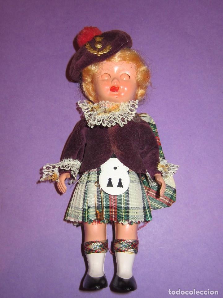 Muñecas Celuloide: Muñeca vestida de escocesa años 50. Ojos durmientes. Celuloide. - Foto 2 - 63483848