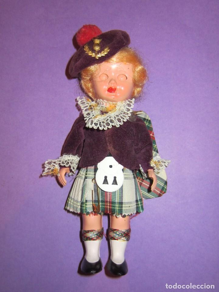 Muñecas Celuloide: Muñeca vestida de escocesa años 50. Ojos durmientes. Celuloide. - Foto 3 - 63483848