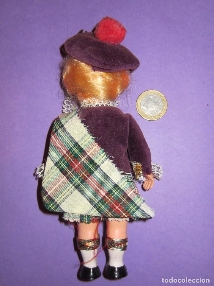 Muñecas Celuloide: Muñeca vestida de escocesa años 50. Ojos durmientes. Celuloide. - Foto 4 - 63483848