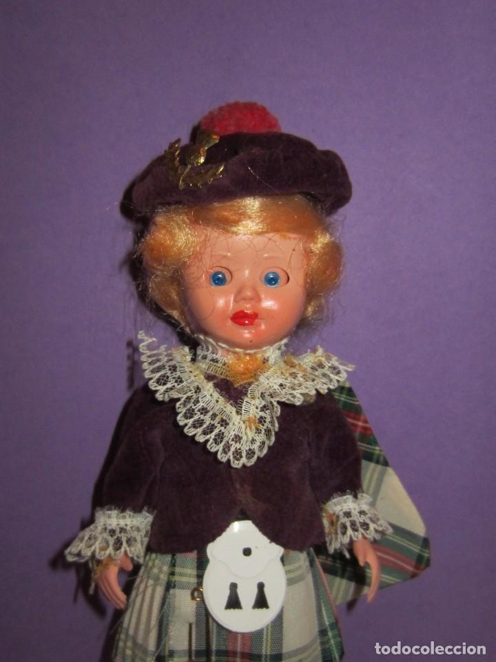 Muñecas Celuloide: Muñeca vestida de escocesa años 50. Ojos durmientes. Celuloide. - Foto 5 - 63483848
