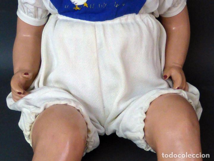 Muñecas Celuloide: Bebé celuloide con cuerpo trapo ojos fijos tamaño grande ropa original años 30 61 cm alto - Foto 3 - 89748032