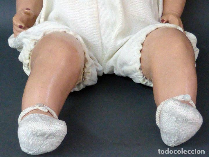 Muñecas Celuloide: Bebé celuloide con cuerpo trapo ojos fijos tamaño grande ropa original años 30 61 cm alto - Foto 4 - 89748032
