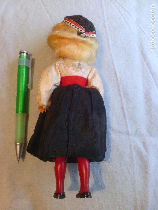 Muñecas Celuloide: Muñeca en traje tradicional - celuloide o plastico duro - Foto 2 - 99140767