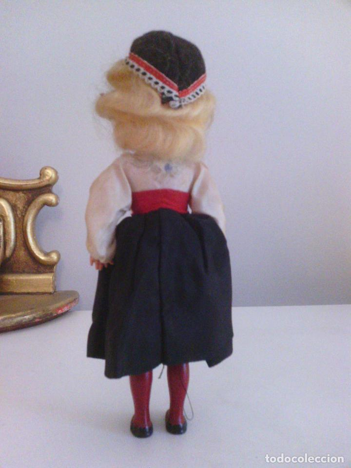 Muñecas Celuloide: Muñeca en traje tradicional - celuloide o plastico duro - Foto 3 - 99140767