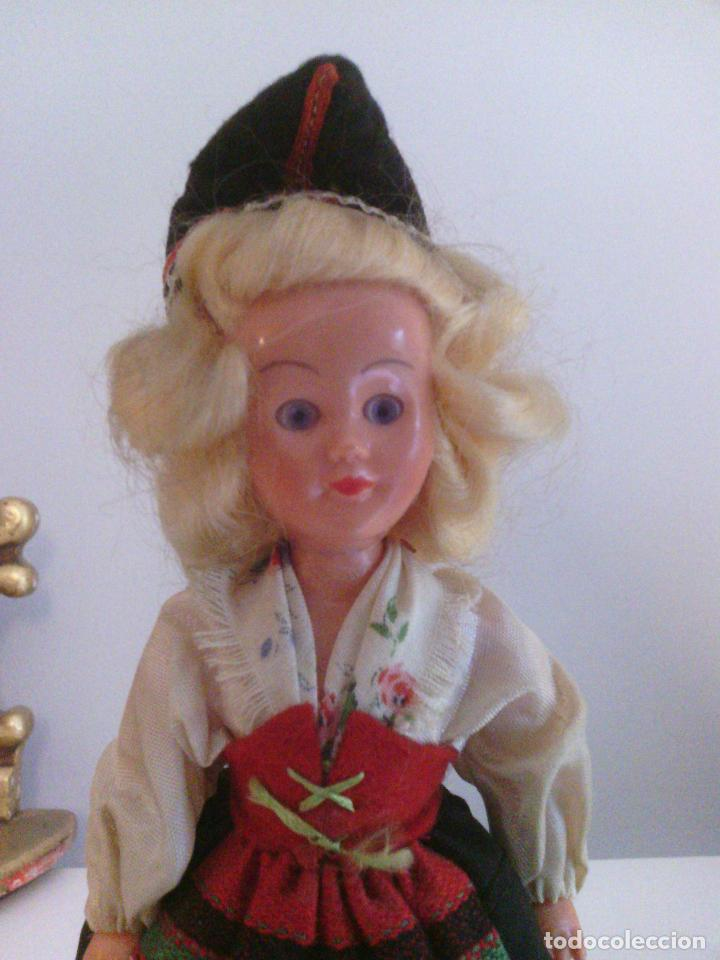 Muñecas Celuloide: Muñeca en traje tradicional - celuloide o plastico duro - Foto 4 - 99140767