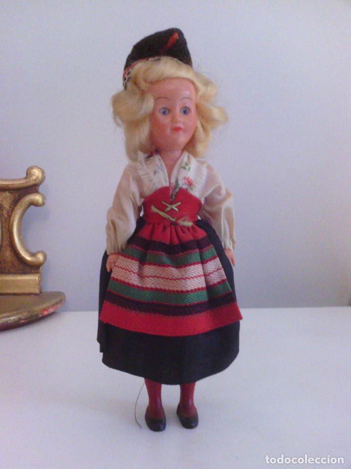 Muñecas Celuloide: Muñeca en traje tradicional - celuloide o plastico duro - Foto 5 - 99140767