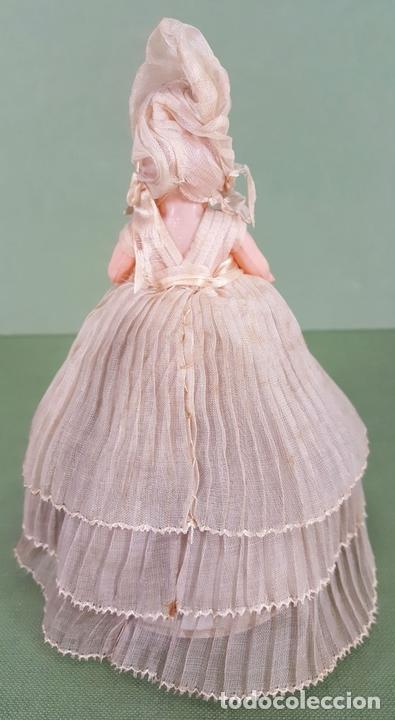 Muñecas Celuloide: CAJITA DE CARAMELOS. MUÑECA DE CELULOIDE. VESTIDO DE GASA. CIRCA 1940. - Foto 6 - 118878919