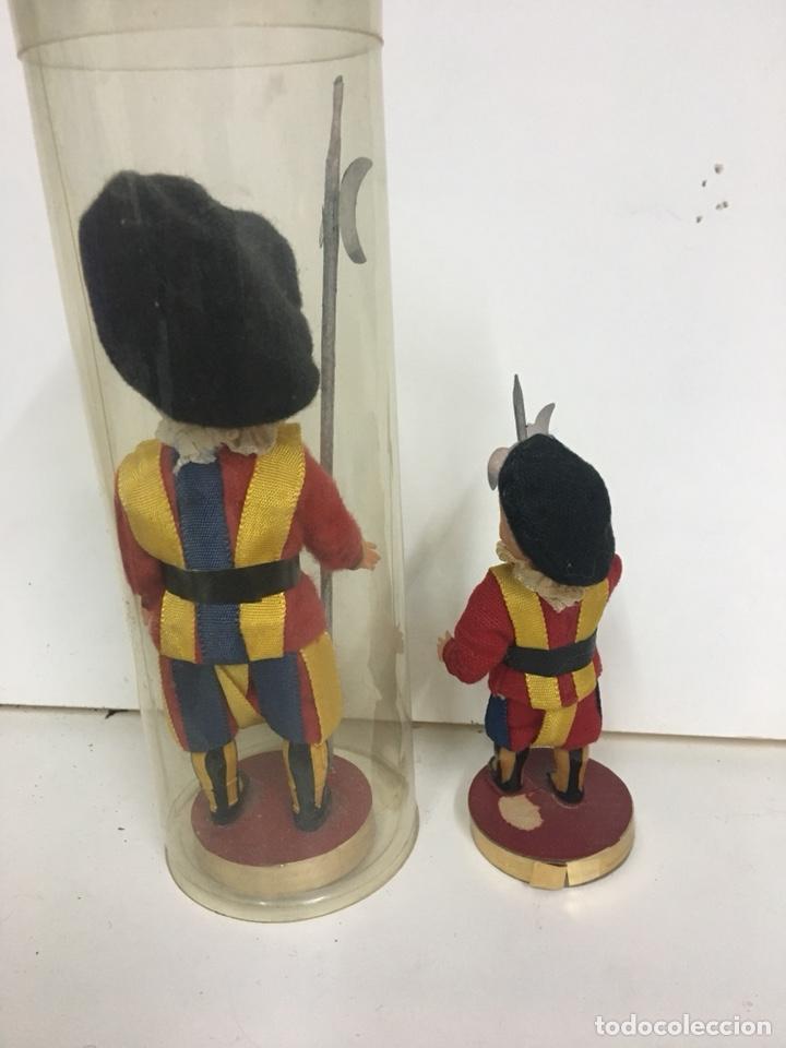 Muñecas Celuloide: MUÑECO SOLDADO GUARDIA SUIZA VATICANO PLASTICO DURO O CELULOIDE 15 CM RECUERDO DE ROMA - Foto 2 - 112162311