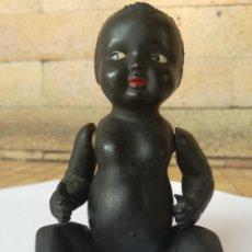 Muñecas Celuloide: PEQUEÑO MUÑECO ANTIGUO DE CELULOIDE NEGRITO DE LA MARCA: JC-SA. ALTURA: 12,5 CM. Lote 154640021