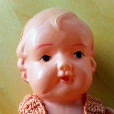 Muñecas Celuloide: MUÑECA ANTIGUA DE CELULOSA CON ROPITA. Lote 151355852