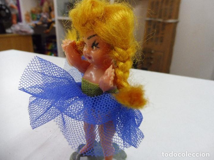 Muñecas Celuloide: Muñeca celuloide plástico duro articulada bailarina con base falda y corpiño de tul - Foto 5 - 160596890