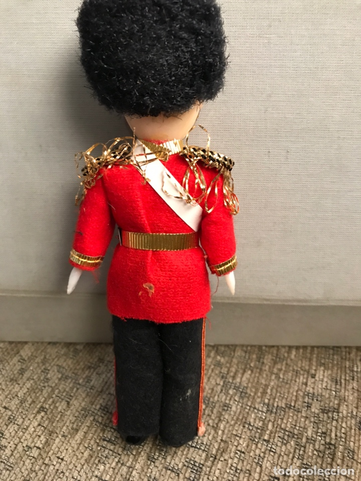 Muñecas Celuloide: Muñeco de celuloide de la guardia inglesa años 60 - Foto 2 - 175439494