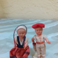 Muñecas Celuloide: PAREJA DE MUÑECOS DE CELULOIDE CON CUERDA Y PALETA. Lote 182382125