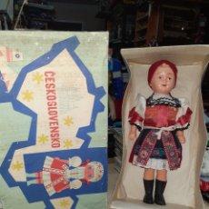 Muñecas Celuloide: MUÑECA CHECOSLOVACA AÑOS 50.CON TRAJE REGIONAL.CESKOSLOVENSKO.UH BROD.. Lote 208143526