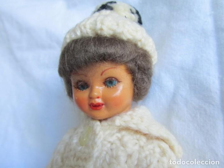 Muñecas Celuloide: Antigua muñeca esquiadora cabeza celuloide ojos basculantes, esquies y bastones de madera - Foto 3 - 222492728