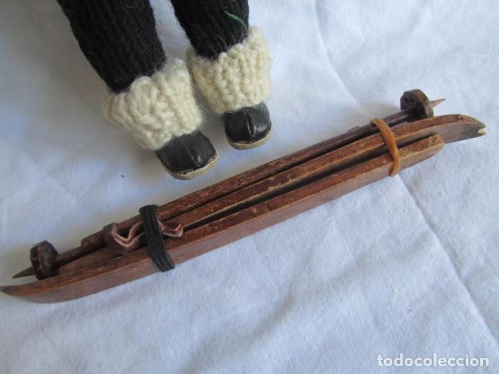 Muñecas Celuloide: Antigua muñeca esquiadora cabeza celuloide ojos basculantes, esquies y bastones de madera - Foto 6 - 222492728
