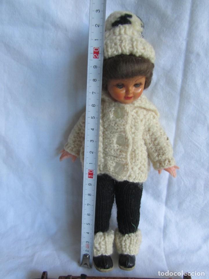 Muñecas Celuloide: Antigua muñeca esquiadora cabeza celuloide ojos basculantes, esquies y bastones de madera - Foto 8 - 222492728