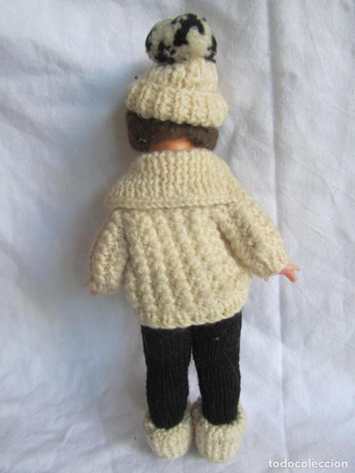 Muñecas Celuloide: Antigua muñeca esquiadora cabeza celuloide ojos basculantes, esquies y bastones de madera - Foto 11 - 222492728