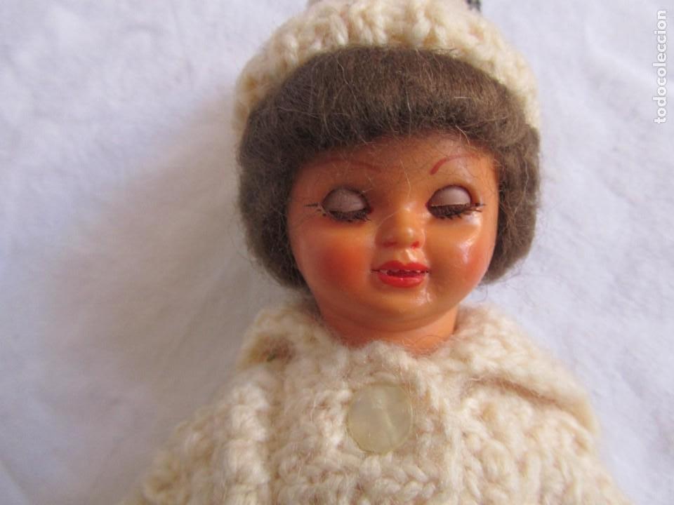 Muñecas Celuloide: Antigua muñeca esquiadora cabeza celuloide ojos basculantes, esquies y bastones de madera - Foto 13 - 222492728