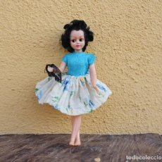 Muñecas Celuloide: MUÑECA PIN-UP DE CELULOIDE CON BRAGUITAS EN LA MANO, AÑOS 50. Lote 267822174