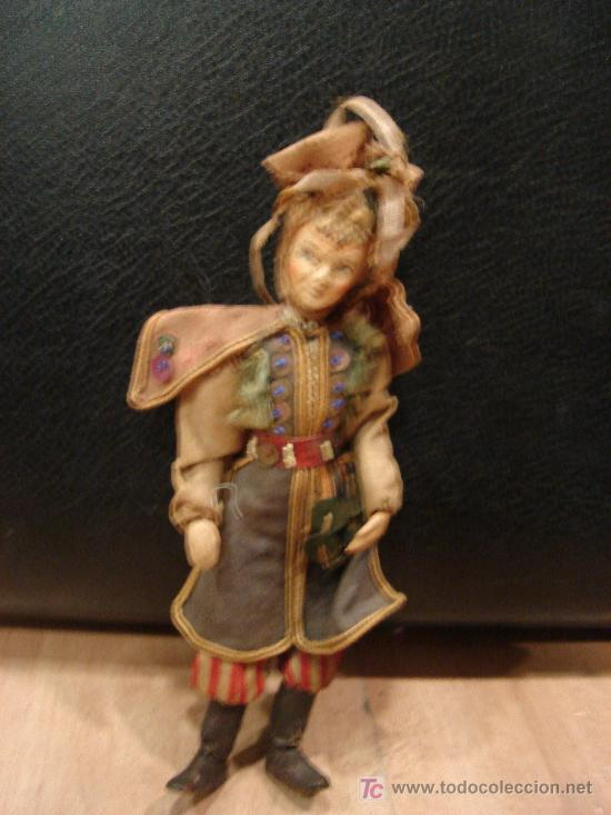 MUÑECO ANTIGUO DE ALAMBRE FORRADO DE TELA CON CABEZA DE PASTA DURA (Juguetes - Muñeca Extranjera Antigua - Composición)