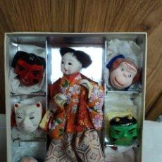 Muñecas Composición: MUÑECA JAPONES CON 6 MASCARAS CEREMONIALES. Lote 44387378