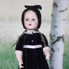 Muñecas Composición: ANTIGUA MUÑECA ANDADORA DE CARTÓN PIEDRA (71 CM). Lote 127223635