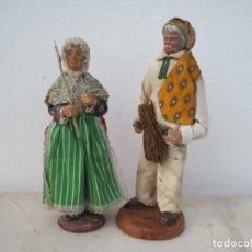 Muñecas Composición: PAREJA DE ANCIANO ANTIGUOS DE TERRACOTA. EN FRANCIA LLAMADOS (SANTONES) 25 Y 22 CM.. Lote 243607065