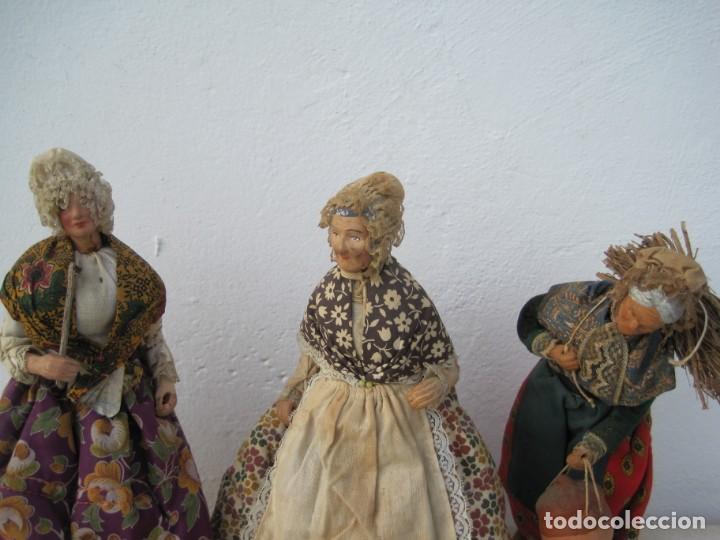 Muñecas Composición: TRES ANCIANAS ANTIGUAS DE TERRACOTA. EN FRANCIA LLAMADOS (SANTONES) 25,20,23 CM. - Foto 2 - 243608630