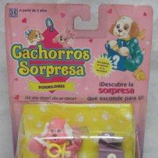 Muñecas Españolas Modernas: CACHORROS SORPRESA,ROSA,DORMILONES,HASBRO,BLISTER,AÑO 1993,A ESTRENAR. Lote 25230733