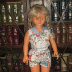 Muñecas Españolas Modernas: ANTIGUA MUÑECA ROSAURA DE JESMAR - ESTADO: VER FOTOS. Lote 28565846