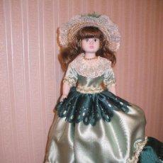 Muñecas Españolas Modernas: MUÑECA DE PORCELANA AÑOS 80 MARCA MENTA Y CANELA FABRICADA EN ESPAÑA. Lote 29933810