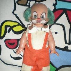 Muñecas Españolas Modernas: ANTIGUO MUÑECO DE PAYASO CON PELO AZUL MIDE 31 CM MUÑECAS DURPE AÑOS 70. Lote 116519619