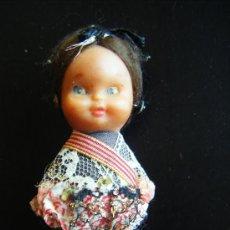 Bambole Spagnole Moderne: ANTIGUA MUÑECA ESPAÑOLA DE GOMA CON TRAJE POPULAR DE FIESTAS 9 CM.. Lote 32970882