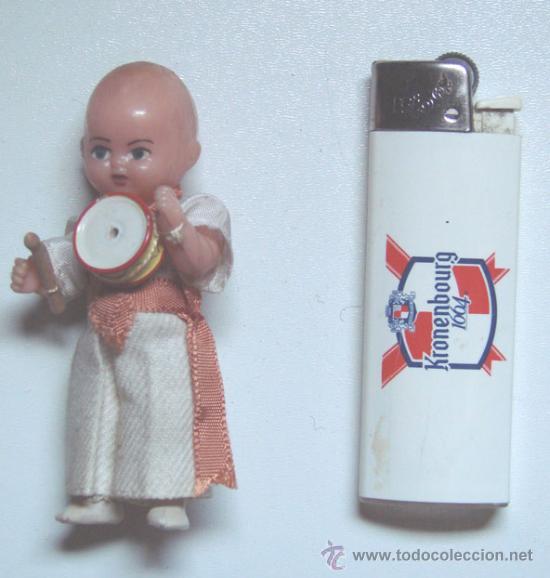 Muñecas Españolas Modernas: MINI MUÑECO DE PLASTICO RIGIDO DE 8 CM. DE ALTURA NO SE SI VA VESTIDO DE NAVARRO O DE KUNGFU - Foto 3 - 38936542