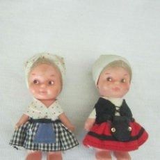 Muñecas Españolas Modernas: PAREJA DE MUÑECAS DE PEQUEÑO TAMAÑO CON TRAJES REGIONALES.. Lote 39829769