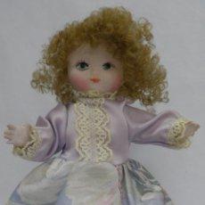 Muñecas Españolas Modernas: MUÑECA DE PORCELANA RAMÓN INGLES,AÑOS 70. Lote 41384535