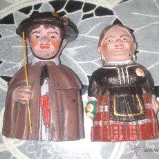 Muñecas Españolas Modernas: PAREJA DE GIGANTILLOS DE BURGOS EN PASTA O PLASTICO DURO. Lote 43119559